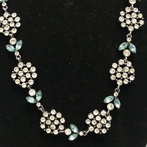 Jewelry - Dainty Flower Necklace